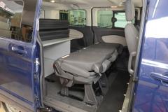 13_VanEssa Ford Tourneo Custom Bett seitlich Aufbau mit Rücksitzen 3