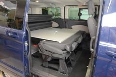 11_VanEssa Ford Tourneo Custom Bett seitlich Aufbau mit Rücksitzen 2