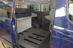 08_VanEssa Ford Tourneo Custom Bett seitlich Aufbau 4