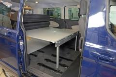 09_VanEssa Ford Tourneo Custom Bett seitlich Aufbau 2