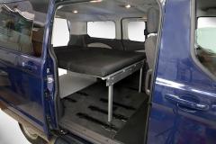 10_VanEssa Ford Tourneo Custom Bett seitlich Aufbau