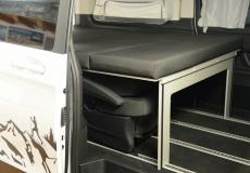 Schlafsystem Surferbett im Mercedes Bus Doppelbett und geteilte Variante
